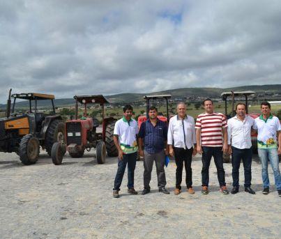Prefeitura de Paranatama realiza aração de terra de agricultores do município